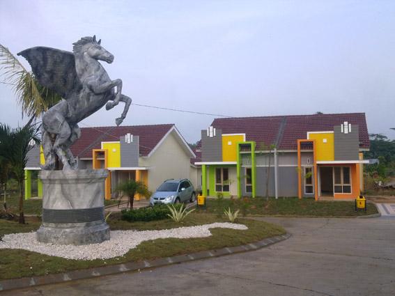 Suasana taman dengan Patung Kuda