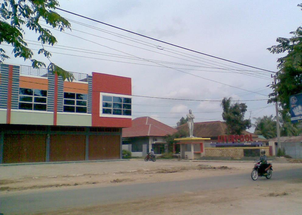 Ruko dan Gerbang Utama - Suasana masih sepi pada awal pembangunan