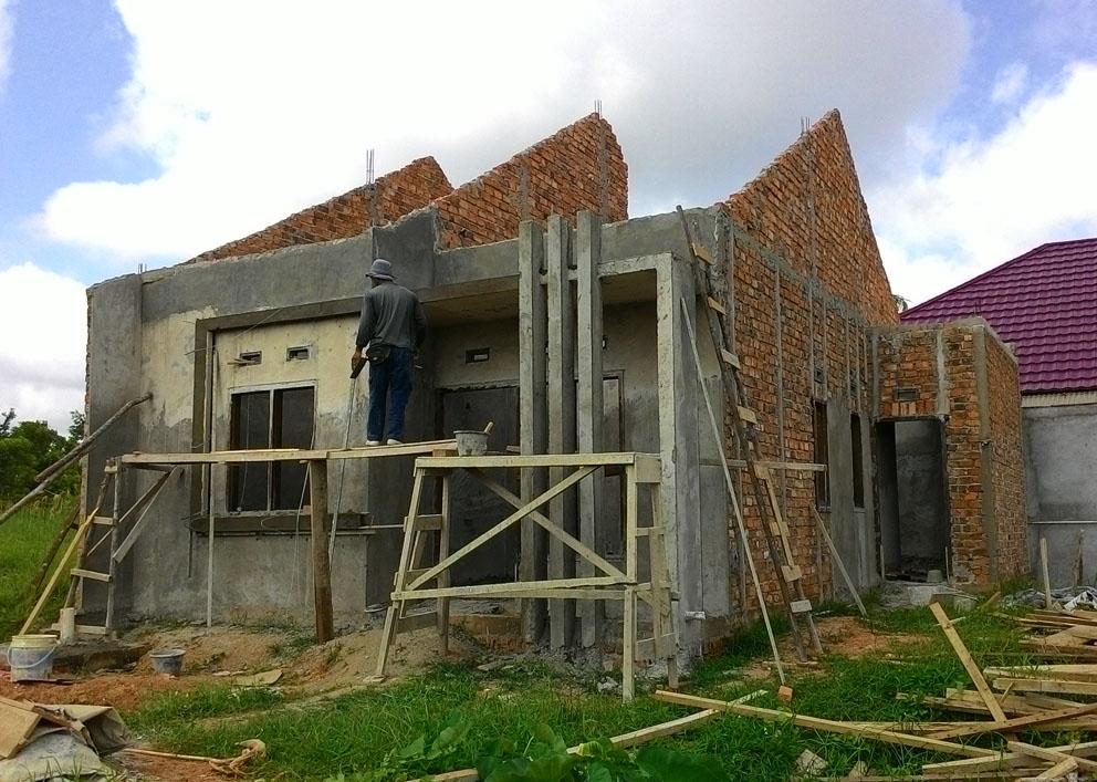 Progress pembuatan rumah contoh Villa Gardenia